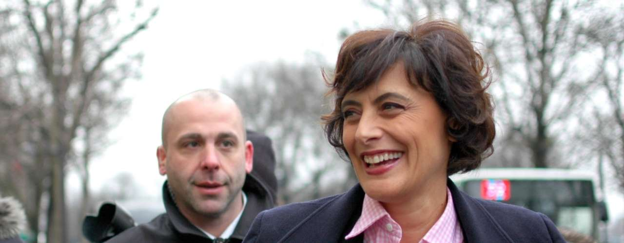 La ex modelo francesa, Inés de la Fressange, derrochó sonrisas antes de los desfiles.