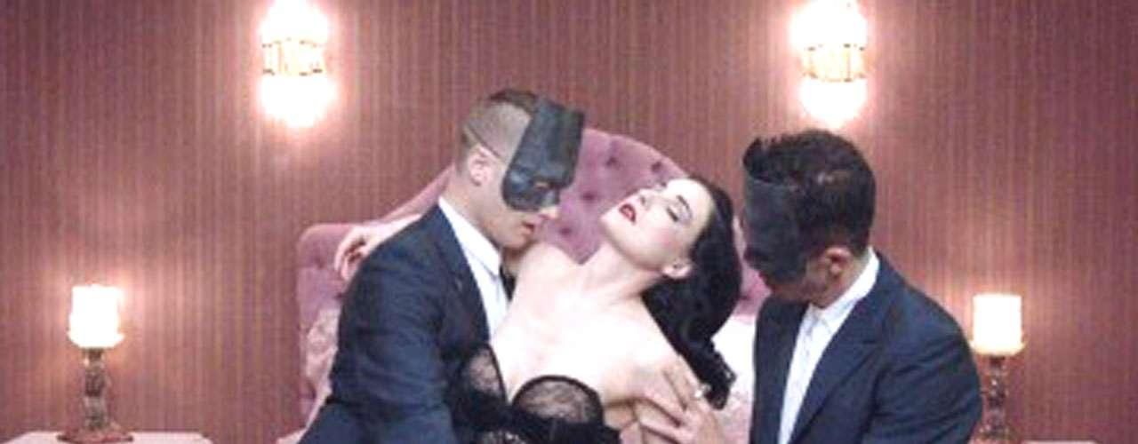 Se dice que Dita quedó cautivada con la actuación de Monarchy durante su aparición en Coachella 2011.