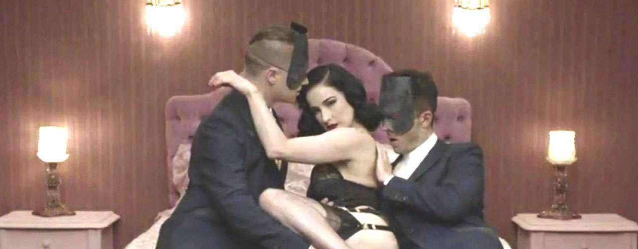 La agrupación difinió el videoclip como la pérdida de uno mismo durante un instante, en este caso, una relación amorosa.