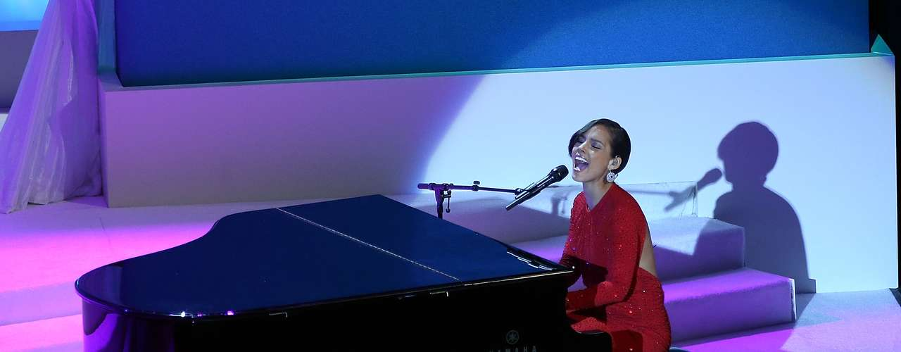 Alicia Keys performed a special rendition of her hit single, \