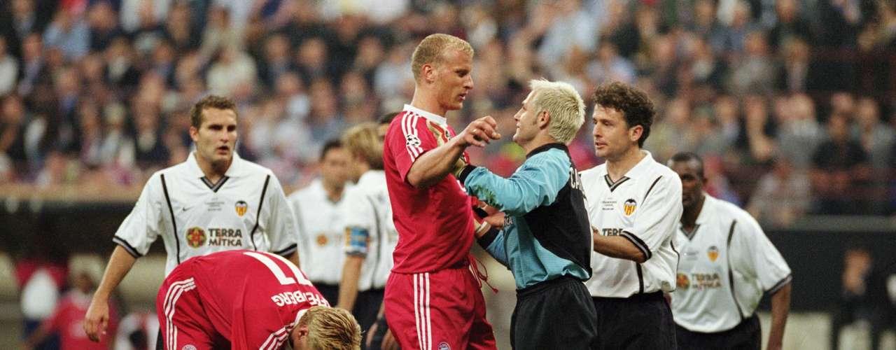 Bayern Munich regresó a la Final de la Champions en la temporada 200-2001 donde enfrentó al Valencia