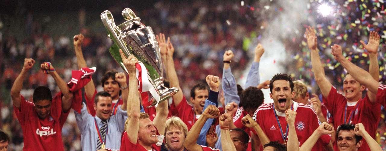 La alegría volvió a Munich en 2001 cuando el club conquistó su cuarta Champions League, al vencer en penaltis al Valencia