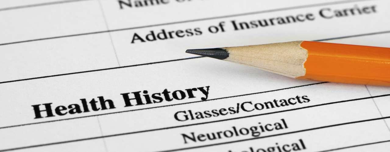 Prevención: La epilepsia idiopática no es prevenible, pero se pueden aplicar medidas preventivas frente a las causas conocidas de epilepsia secundaria como: La prevención de los traumatismos craneales es la forma más eficaz de evitar la epilepsia postraumática. La atención perinatal adecuada puede reducir los nuevos casos de epilepsia causados por lesiones durante el parto. El uso de fármacos y de otros métodos para bajar la fiebre en los niños puede reducir la posibilidad de que posteriormente sufran convulsiones. Las infecciones del sistema nervioso central son causas frecuentes de epilepsia en las zonas tropicales, donde se concentran muchos de los países en desarrollo. La eliminación de los parásitos en esos entornos y la educación sobre cómo evitar las infecciones pueden ser formas eficaces de reducir la epilepsia en el mundo, por ejemplo debido a la neurocisticercosis.