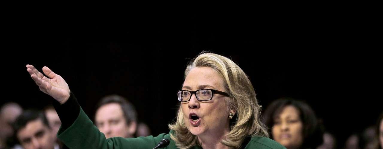 El pasado 11 de septiembre de 2012 el embajador de Estados Unidos en Libia, Chris Stevens, y otros tres estadounidenses murieron en dos ataques terroristas. Ante los cuestionamientos sobre las causas de lo sucedido y las incongruencias en las declaraciones inciales por parte del gobierno, la secretaria de Estado, Hillary Clinton, tuvo que responder al Senado sobre por qué no se tomaron medidas para evitarlo y por qué no se dijo de inmediato que había sido un ataque terrorista.
