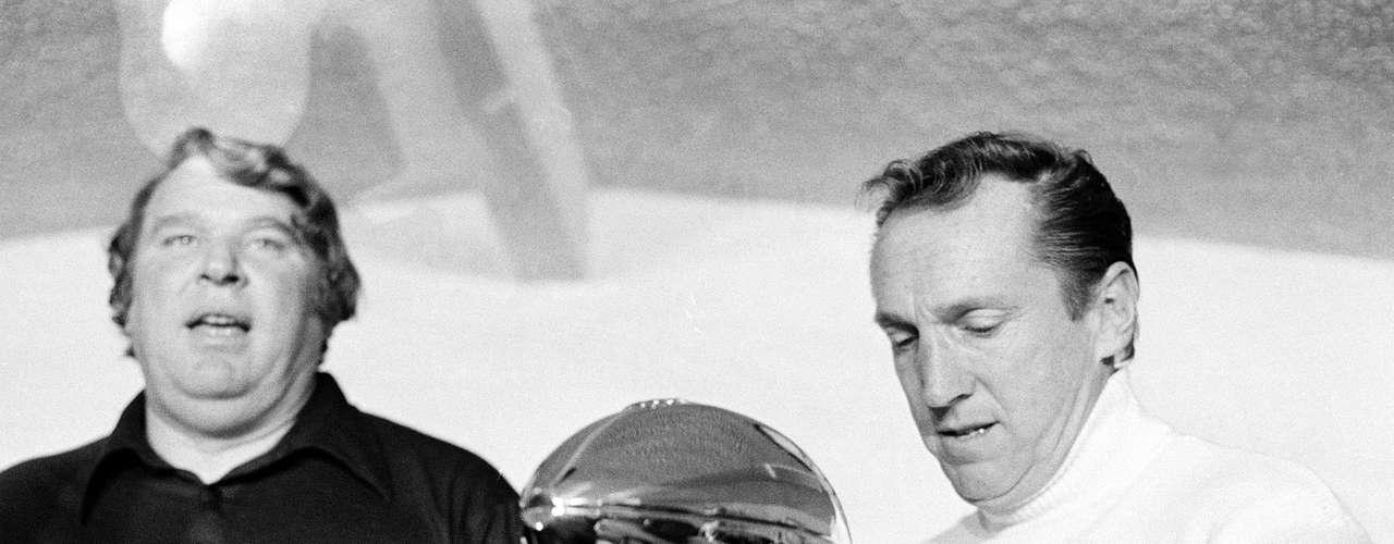La carrera de Al Davis con los Raiders de Oakland comenzó con una de las pocas dinastías que abarcó dos décadas. Su equipo ganó los campeonatos de 1976, 1980 y 1983.
