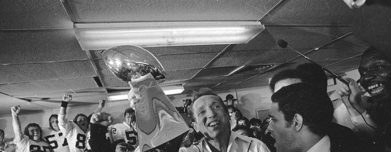 Los Raiders se hicieron conocidos tanto por sus victorias como por su personalidad, pues el equipo adoptó la personalidad descarada de su dueño.