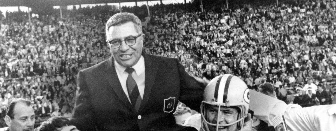 Comenzamos con la primera dinastía de la NFL en la era moderna, los Packers de Green Bay, que ganaron los dos primeros Super Bowls y un total de siete campeonatos en la década de 1960.