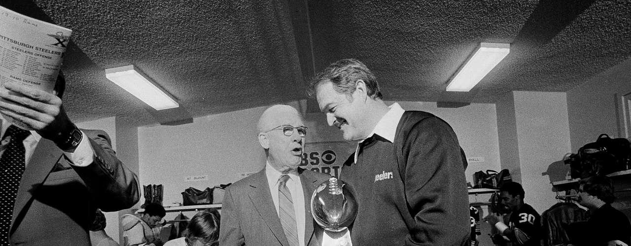 Art Rooney, mientras fue el dueño de los Steelers de Pittsburgh, fue el primer propietario de la NFL en ganar cuatro Super Bowls con un equipo.
