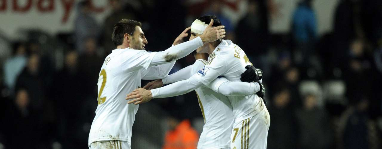 Swansea City's Leon Britton (R) celebrates at the final whistle with his teammates during their English League Cup semi-final second leg soccer match at the Liberty Stadium in Swansea January 23, 2013. Swansea beat Chelsea on a 2-0 aggregate to go to the final against Bradford.
