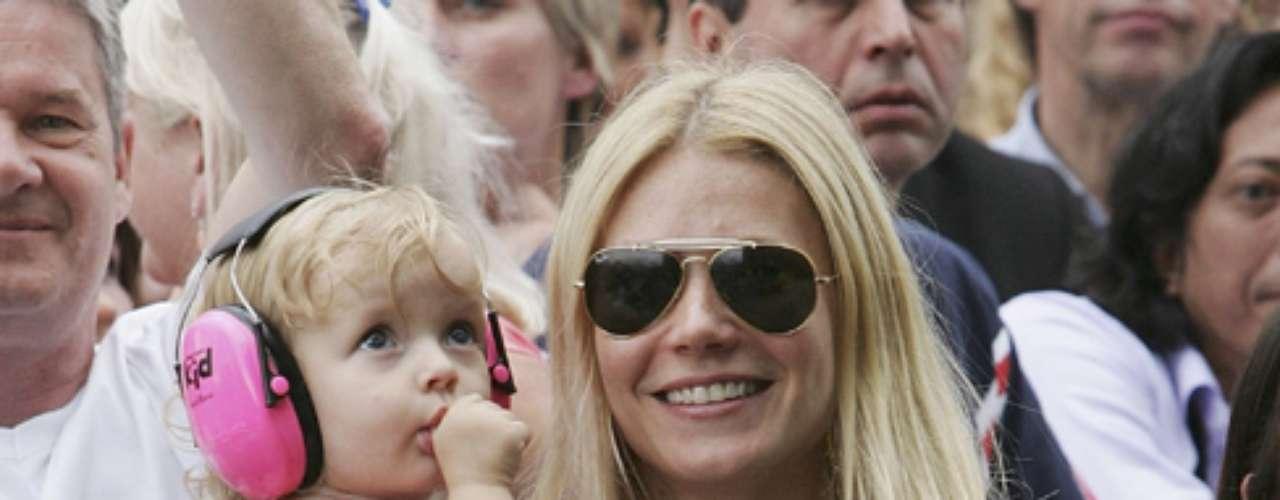 APPLE, se llama la hija mayor de Gwyneth Paltrow y Chris Martin (Coldplay). Elsegundo heredero de la pareja de famosos lleva por nombre Moses.
