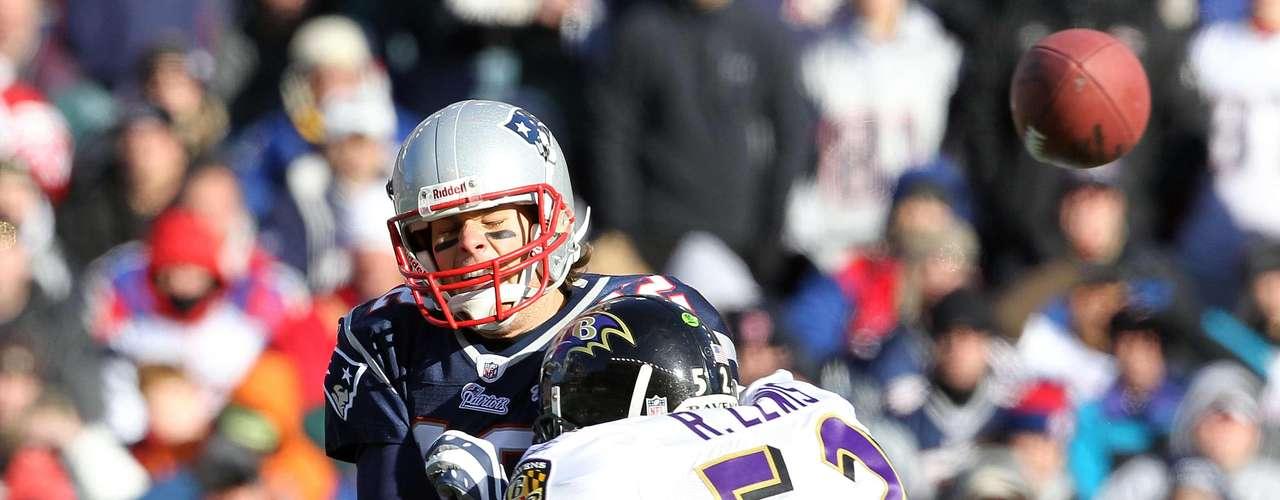 Brady lo ha sufrido en varias ocasiones, la última en las finales de conferencia de este año, donde los Ravens derrotaron a los Patriotas para acceder al Super Bowl XLVII