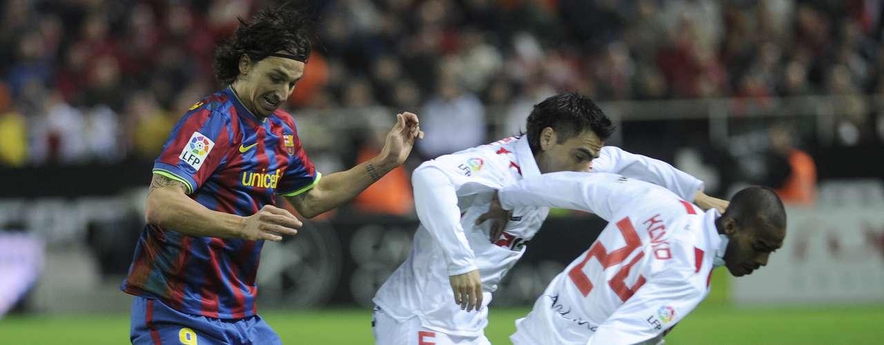 Sevilla por su parte paró en la cancha del Ramón Sánchez Pizjuan a Palop; Konko, Dragutinovic, Escude, Navarro; Navas, Duscher, Romaric, Adriano; Renato y Negredo.
