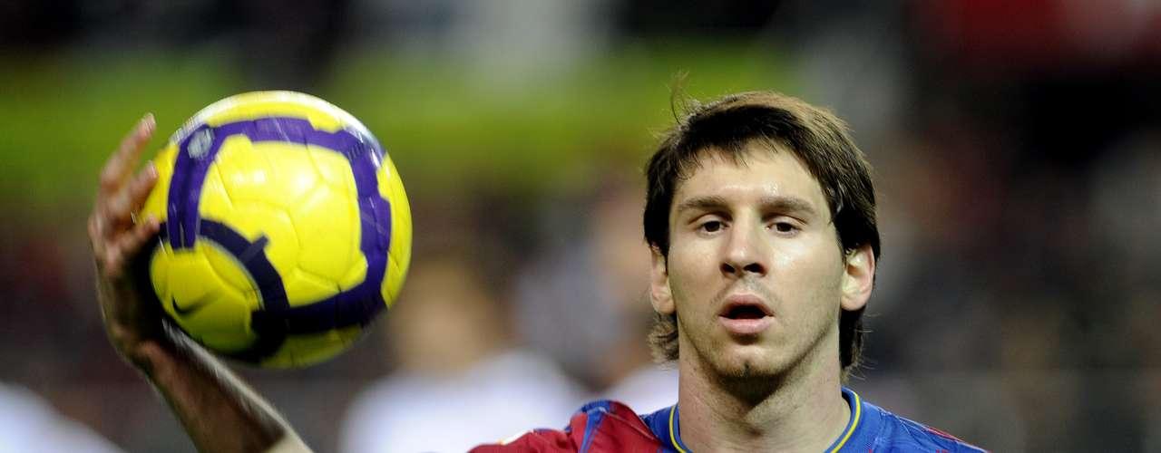 La gran bujía del motor de Guardiola, Lionel Messi, simplemente no dio crédito ante lo increíblemente bien colocado de la zaga local. El argentino fue pintado de amarillo al minuto 70 por el silbante del encuentro, Carlos Clos.