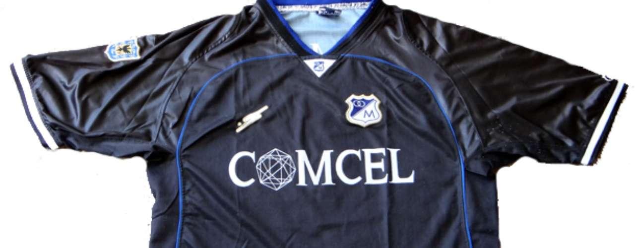 Camiseta alternativa Saeta utilizada en 2001 donde Millonarios consiguió la Copa Merconorte derrotando a Emelec de Ecuador.