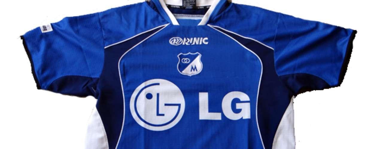 Camiseta Runic utilizada en el 2003 donde se logró acordar con el patrocinador que dejara su logo sin color en el pecho de la camiseta