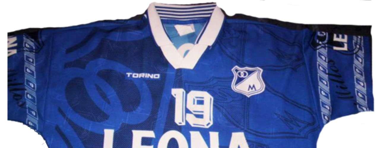 Otra camiseta marca Torino, patrocinada por Leona y utilizada durante 1997