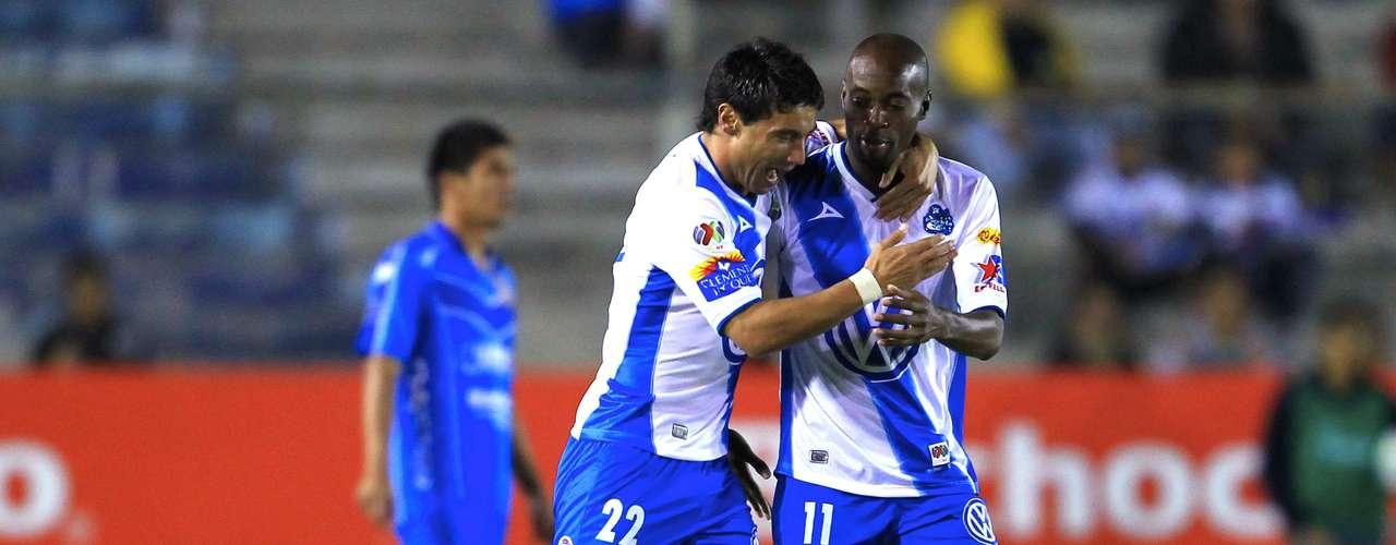 Matías Alustiza anotó al minuto 2 su primer gol de la noche.