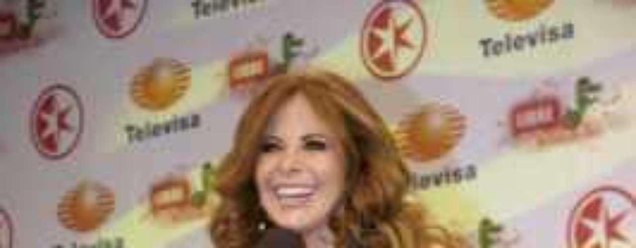 Durante la presentación de la regiomontana en el Foro 1 de Televisa San Angel, Larrosa destacó la presencia de Gloria Trevi: \