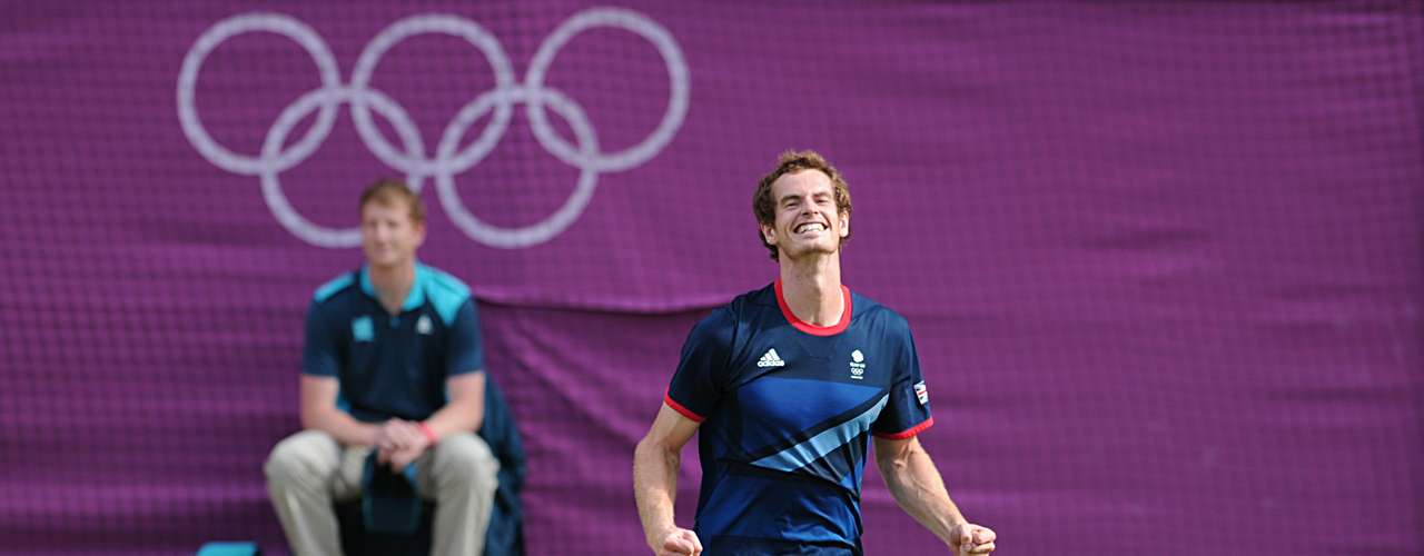 A pesar de que no pudo ganar un tenista local en el Grand Slam de Wimbledon, Murray se subió a lo más alto del podio en el césped sagrado de Londres.