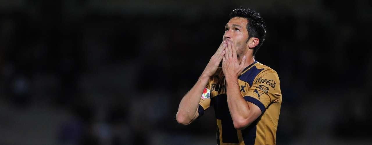 El español Luis García abrió el marcador tras aprovechar un mal rechace de la zaga.