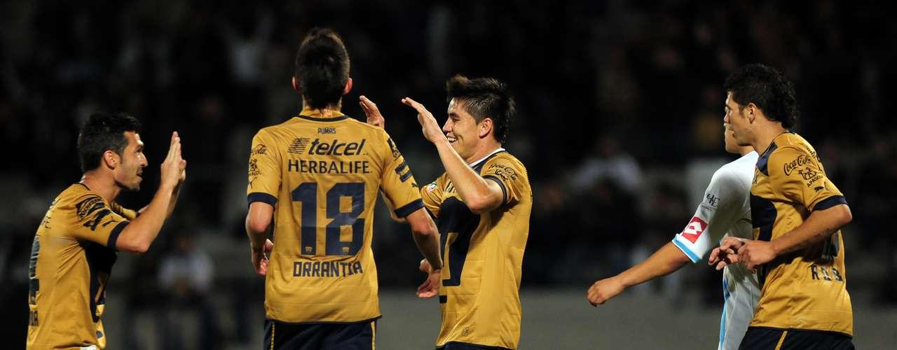 Efraín Velarde jugó como medio por izquierda y le dio profundidad al equipo, a tal grado que anotó el tercero.