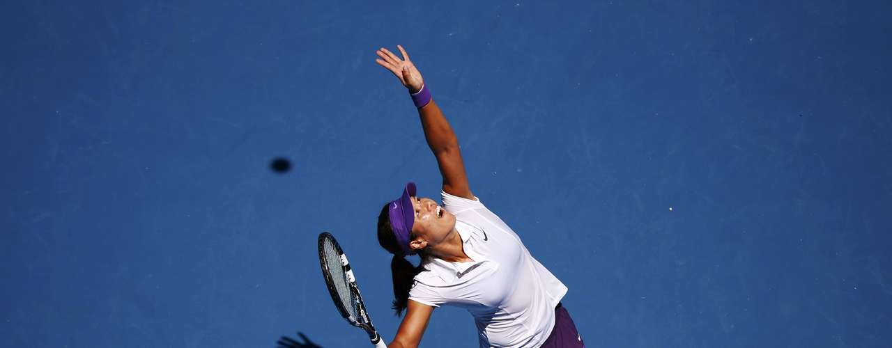 Li Na serves to Sharapova. REUTERS/David Gray