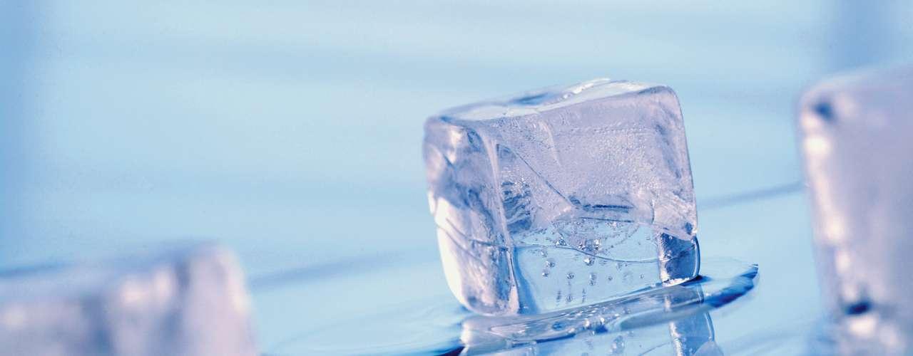 Masticar hielo: Es una condición que despierta la necesidad de morder artículos no alimentarios, tales como papel e hielo, y generalmente es desencadenado por deficiencias nutricionales. Masticar hielo también puede ser una señal de problemas emocionales, como el estrés y el trastorno obsesivo-compulsivo. Para combatir esa manía, evite pedir bebidas con hielo y busque un médico.