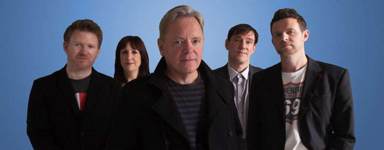 New Order pondrá a la oreden de sus fans el poder de sus sintetizadores para encender el baile con sus éxitos.