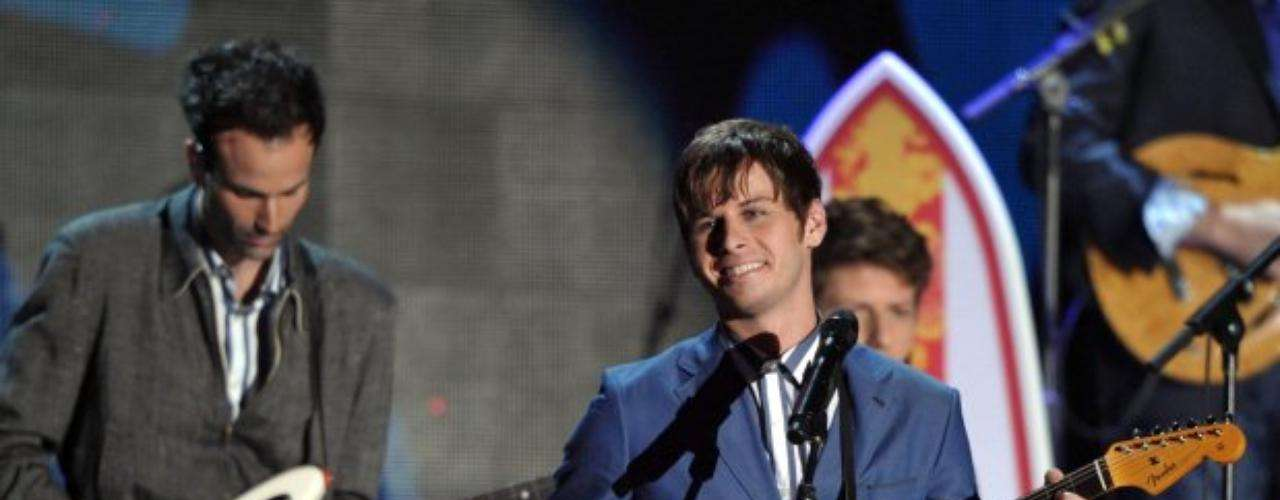 Foster the People, al igual que Maroon 5, compartieron el escenario con los legendarios Beach Boys.