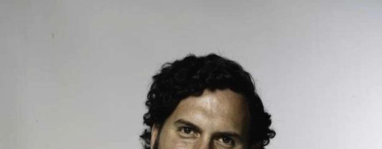 El actor Andrés Parra personificó cada una de las etapas del narcotraficante. Cuando era uno de los hombres más poderosos del mundo por su relación con el narcotráfico, Pablo Escobar fue representante a la Cámara suplente para el Congreso de la República de Colombia por Antioquia en 1982.Entra a la página de 'Escobar, El Patrón Del Mal''Escobar, El Patrón del Mal', ¿quién es quién?Las Narco-novelas colombianas, polémicas y exitosasEllas son 'Las Muñecas de la Mafia'.