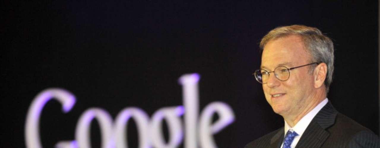 Eric Emerson Schmidt nació el 27 de abril de 1955 en Washington, EE.UU. Fue el presidente y director general de la empresa Google desde marzo de 2001 hasta el 4 de Abril de 2011, fecha en la que fue reemplazado como CEO por Larry Page.