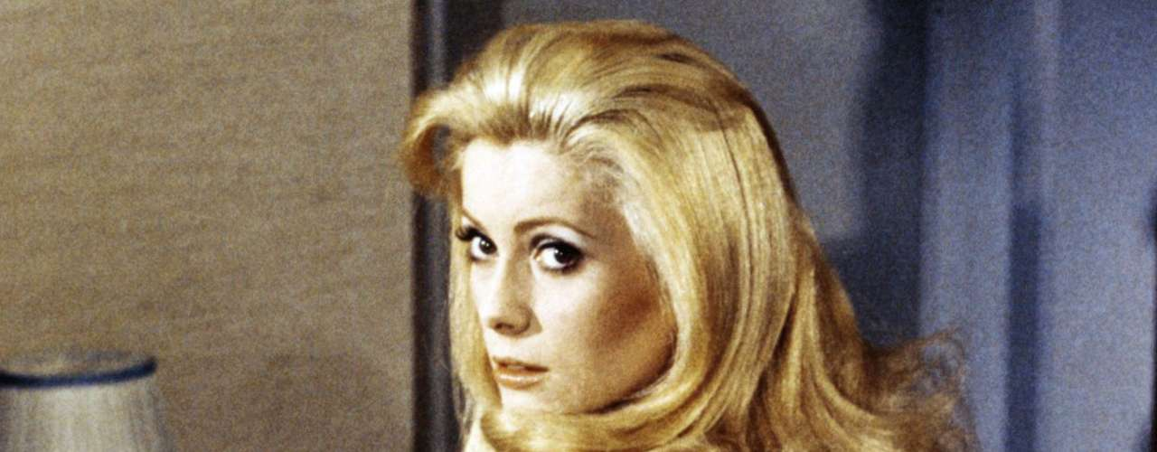 Catherine Deneuve: es otra de las favoritas del cine francés de los 70 y 80. Fuemusa deLuis Buñuelque la inmortalizó en 'Belle de Jour'.