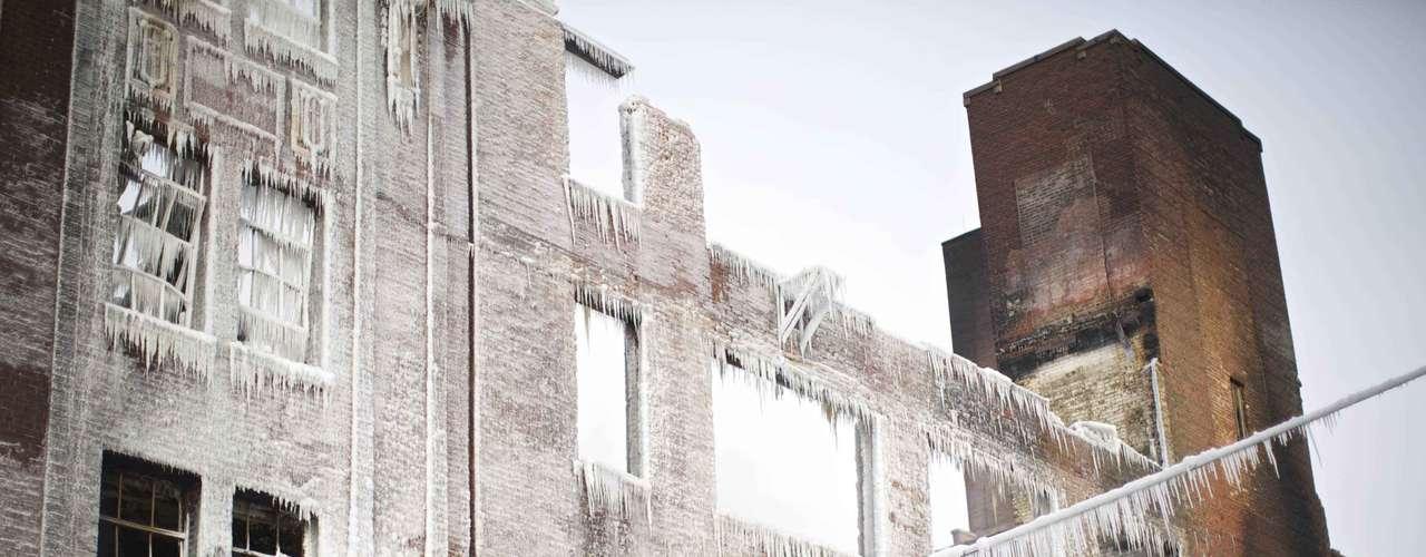Los vecinos que pasaban por la zona se quedaban impresionados por cómo había quedado el edificio.