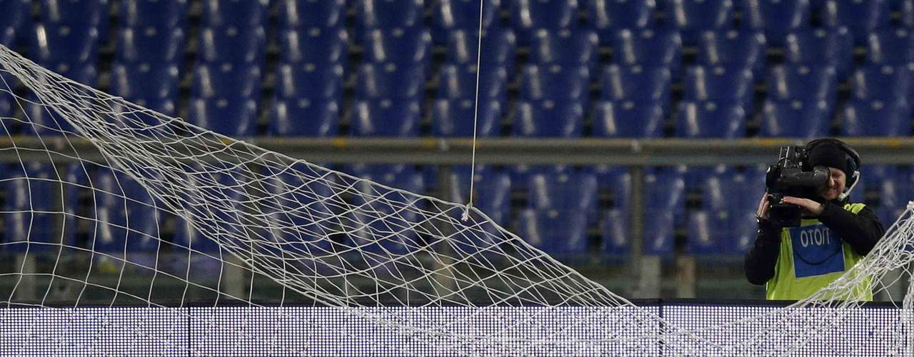 Lazio's goalkeeper Federico Marchetti gets trapped in the net following a save. REUTERS/Max Rossi
