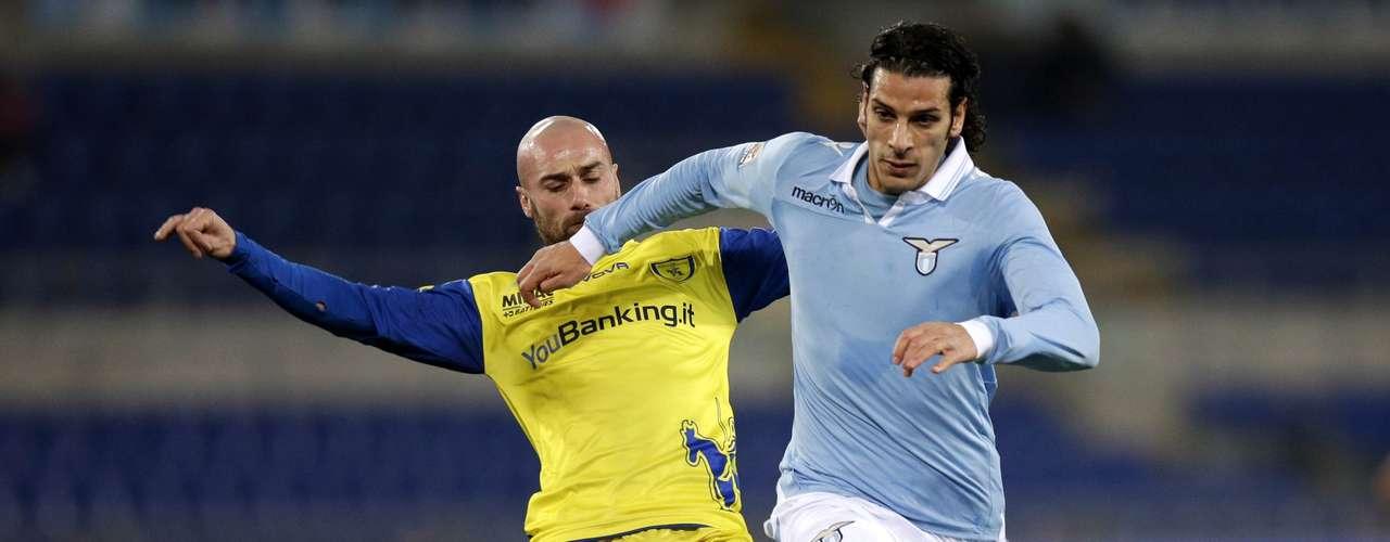 Lazio's Sergio Floccari (R) challenges Chievo's Roberto Guana. REUTERS/Max Rossi