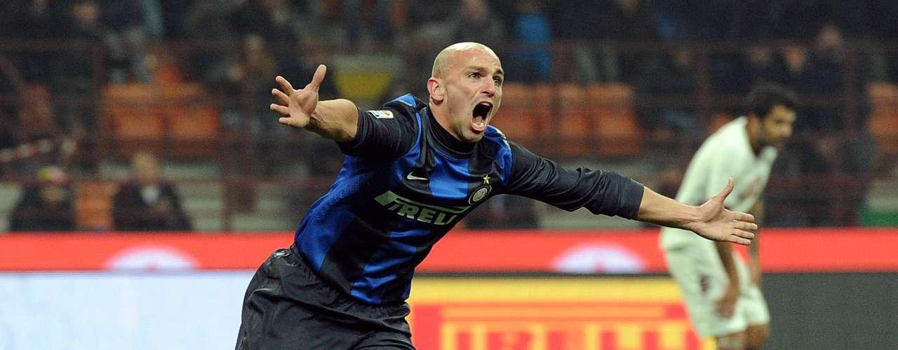 Esteban Cambiasso logró el gol del empate definitivo 2-2 Inter, que no pudo sacar el triunfo ante Torino en el Giuseppe Meazza.