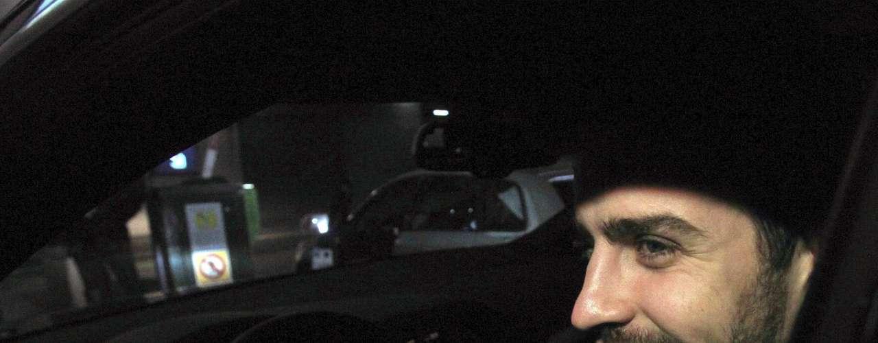 La cantante y su hijo dejaron el centro hospitalario en un vehículo todoterreno con los cristales tintados y no se han detenido ante los numerosos periodistas, fotógrafos, cámaras de televisión y curiosos que se encontraban en el lugar.