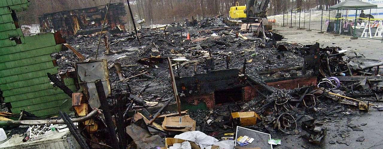 20 de febrero de 2003 - Cien muertos y más de 180 heridos en el incendio de la discoteca \