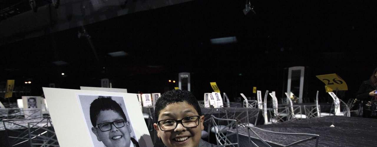 El actor Rico Rodríguez de 'Modern Family' posa junto al lugar que tomará en los SAG Awards