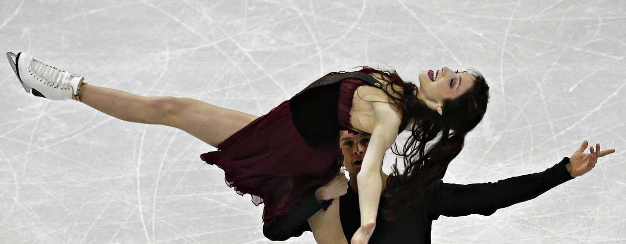 Meryl Davis and Charlie White compete during the free dance at the U.S. Figure Skating Championships in Omaha, Nebraska, January 26, 2013.  REUTERS/Jim Young  (UNITED STATES - Tags: SPORT FIGURE SKATING)