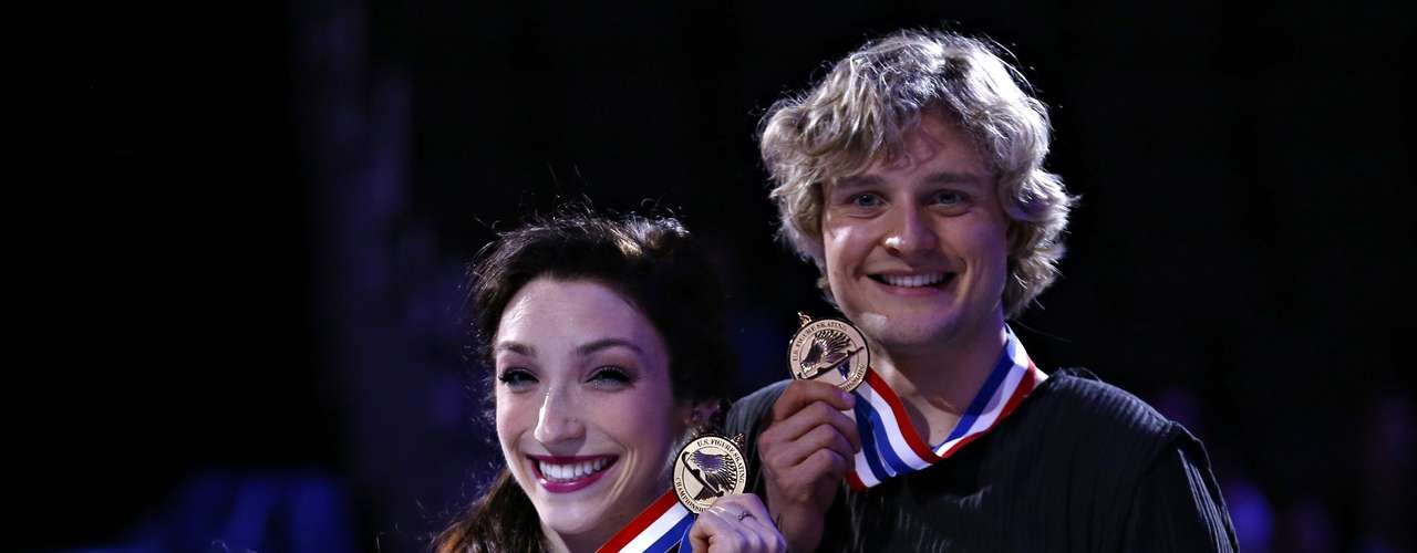 Meryl Davis and Charlie White hold their gold medals after winning the Dance competition at the U.S. Figure Skating Championships in Omaha, Nebraska, January 26, 2013.  REUTERS/Jim Young  (UNITED STATES - Tags: SPORT FIGURE SKATING)