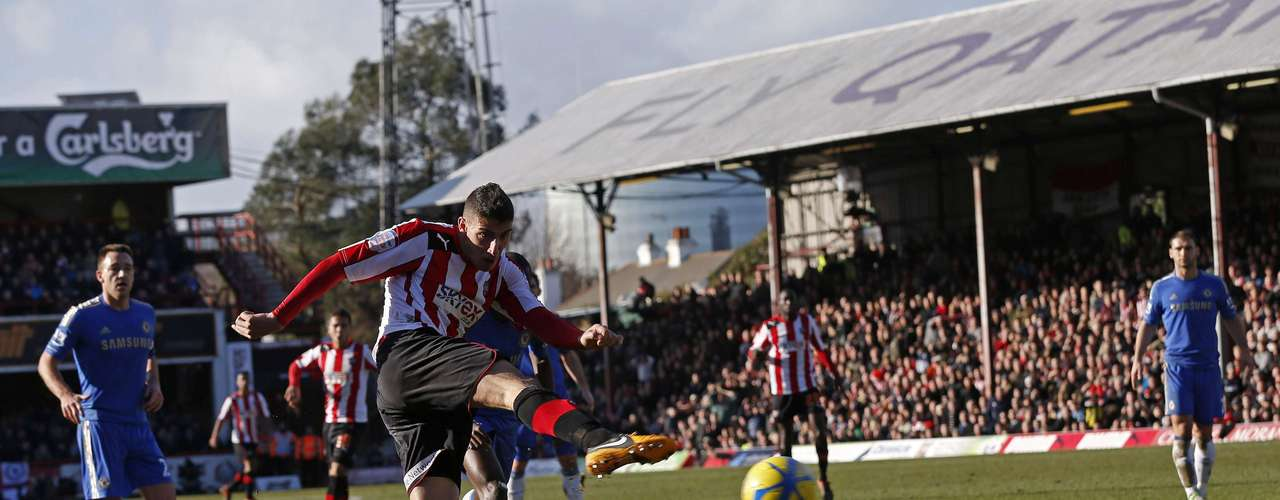 Brentford's Marcello Trotta (C) shoots and scores.