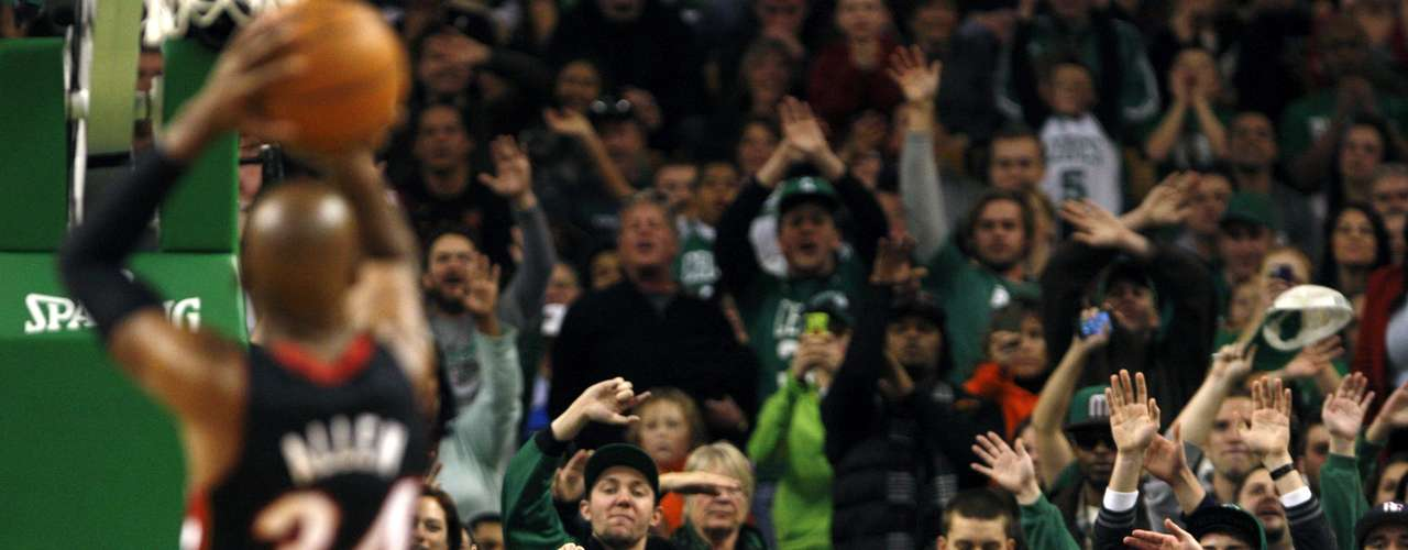Boston Celtics fans boo Miami Heat's Ray Allen as he shoots a foul shot in the first half of their NBA basketball game at TD Garden in Boston, Massachusetts January 27, 2013.