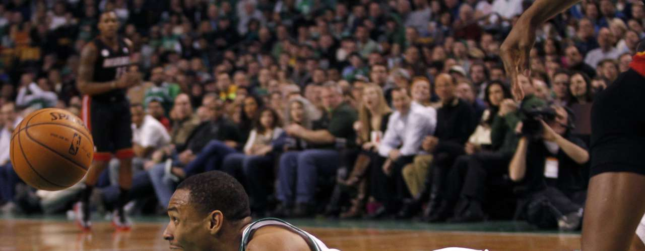 Boston Celtics Jared Sullinger reacts as he loses control of the ball against the Miami Heat in the first half of their NBA basketball game at TD Garden in Boston, Massachusetts January 27, 2013.