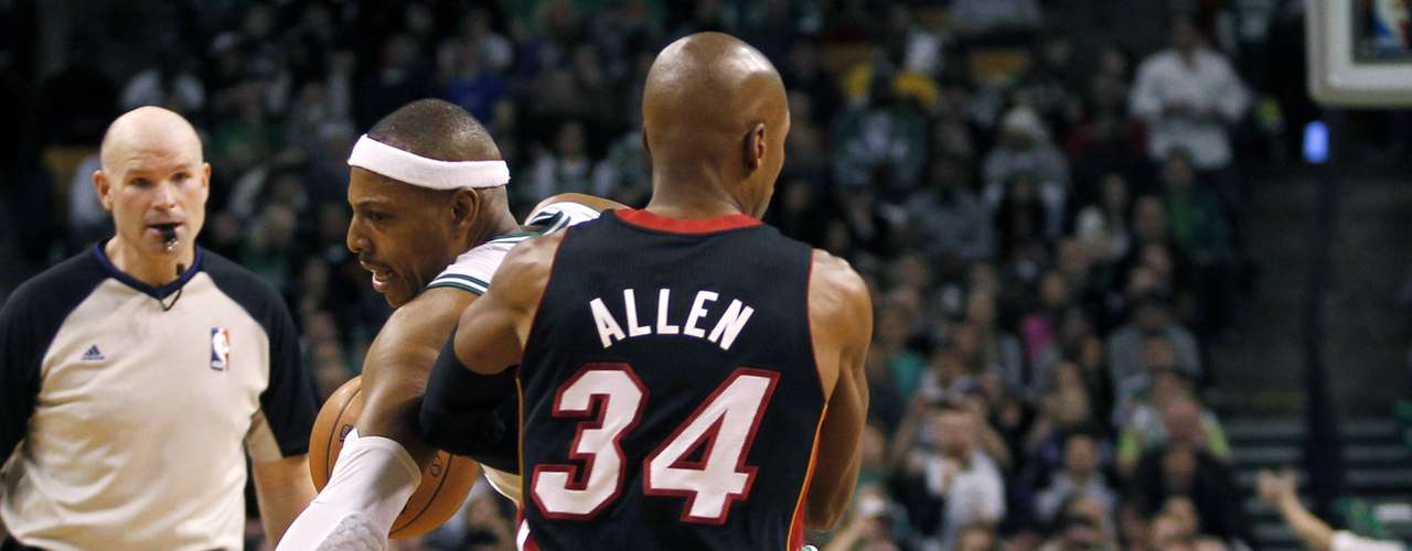 Boston Celtics' Paul Pierce (L) drives past Miami Heat's Ray Allen in the first half of their NBA basketball game at TD Garden in Boston, Massachusetts January 27, 2013.