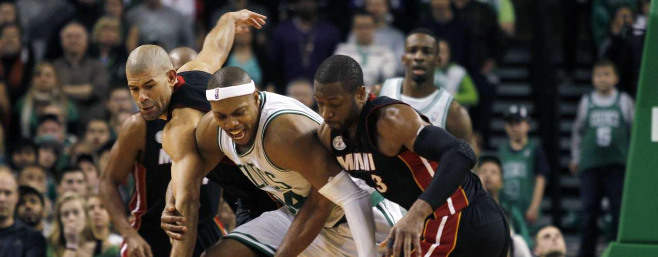 (L-R) Miami Heat's Shane Battier, Boston Celtics' Paul Pierce and Miami Heat's Dwayne Wade compete for the ball in overtime of their NBA basketball game at TD Garden in Boston, Massachusetts January 27, 2013.