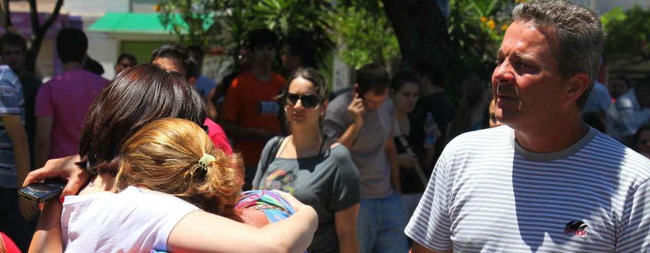 Caos y desesperación marcan los relatos de los sobrevivientes del incendio ocurrido en la madrugada de este domingo en una discoteca en Santa María, sur de Brasil.
