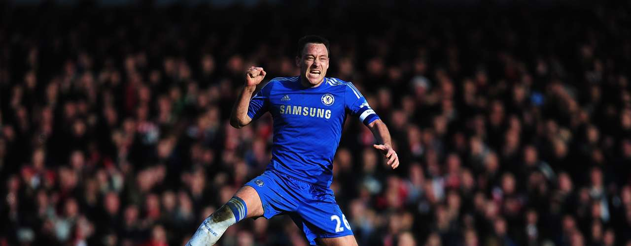 John Terry celebrates Fernando Torres' equalizer that gives life to Chelsea in the FA Cup.