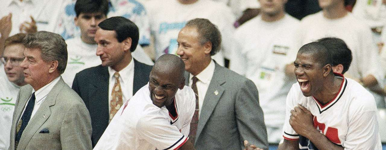 Among Jordan's last two titles in 1992 and 1993, he won the gold medal with the Dream Team in the 1992 Olympics in Barcelona.