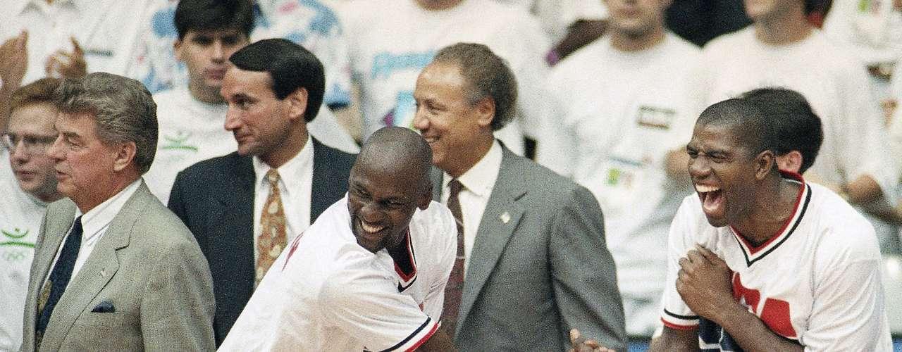 Entre dos últimos títulos de Jordan en 1992 y 1993, volvió a ganar la medalla de oro con el 'Dream Team' en los Juegos Olímpicos de 1992 en Barcelona.